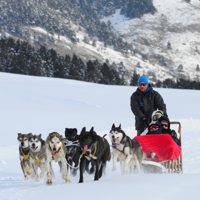 EXCURSIONES EN TRINEO DE HUSKIES